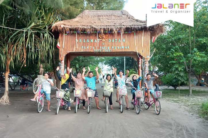 Sepeda Santai di Pulau Pari